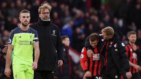 Jurgen Klopp dan Jordan Henderson usai laga melawan Bournemouth (04/12/16). - INDOSPORT
