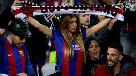 Pendukung Barcelona dalam pertandingan melawan Real Madrid (03/12/16). - INDOSPORT
