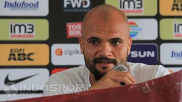 Sergio van Dijk meninggalkan sementara Persib Bandung untuk berkumpul dengan keluarga di Belanda.