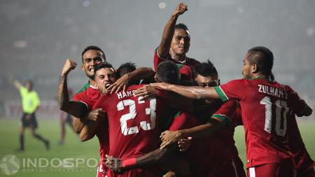 Pemain Indonesia merayakan gol Hansamu Yama Pranata. - INDOSPORT