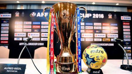 Trofi Piala AFF Suzuki Cup 2016. - INDOSPORT