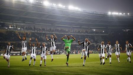 Para pemain Juventus melakukan selebrasi usai sukses mengalahkan Torino (11/12/16). - INDOSPORT
