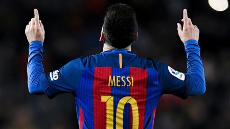 Selebrasi Lionel Messi usai membobol gawang RCD Espanyol dan menjadi penutup gol untuk Barcelona. - INDOSPORT