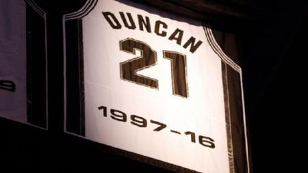 Nomor 21 milik Tim Duncan di San Antonio Spurs dipensiunkan. - INDOSPORT