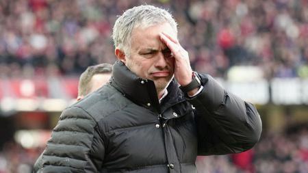 Jose Mourinho mengumumkan kepergian Eric Bailly untuk membela Timnas Pantai Gading. - INDOSPORT