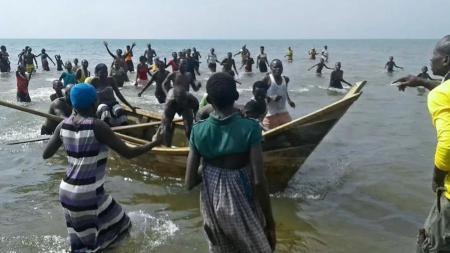 Korban perahu tenggelam di Uganda. - INDOSPORT