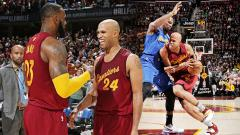 Indosport - Golden State Warriors melawan Cleveland Cavaliers.