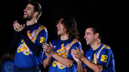 Xavi Hernandez (kanan) ketika memperkuat Timnas Catalan bersama Carles Puyol dan Gerard Pique. - INDOSPORT