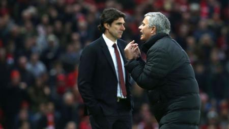 Jose Mourinho dan Aitor Karanka dalam laga Man United melawan Middlesbrough. - INDOSPORT