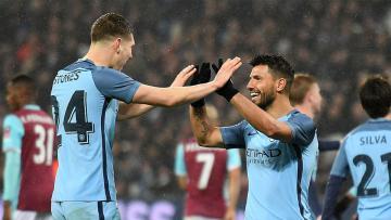 Sergio Aguero dan John Stones merayakan gol keempat Manchester City ke gawang West Ham United.
