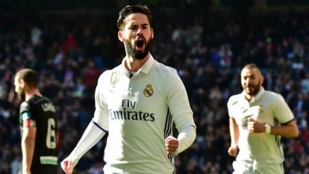Isco lakukan selebrasi usai cetak gol ke gawang Granada. - INDOSPORT