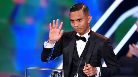 Mohd Faiz Subri saat meraih penghargaan Puskas Awards di Zurich, Swiss. - INDOSPORT