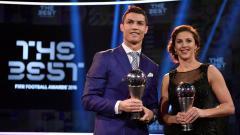 Indosport - Cristiano Ronaldo bersama dengan Carli Lloyd.