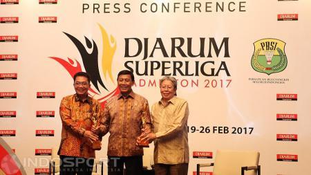 Suasana Prescon Djarum Super Liga 2017 bersama ketua umum PBSI Wiranto (tengah). - INDOSPORT