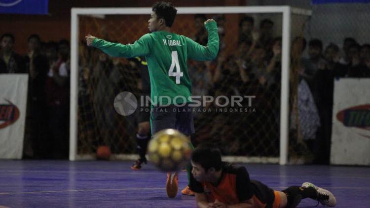 Selebrasi salah satu Pemain Timnas Futsal Indonesia usai membobol gawang Pelindo.
