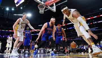 Situasi pertandingan Detroit Pistons melawan Los Angeles Lakers.