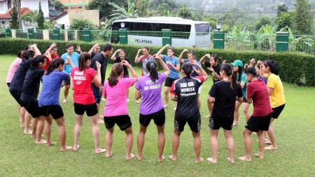 Susunan keseruan tim ganda putri pelatnas tahun 2017 dalam acara Gelar Gathering. - INDOSPORT