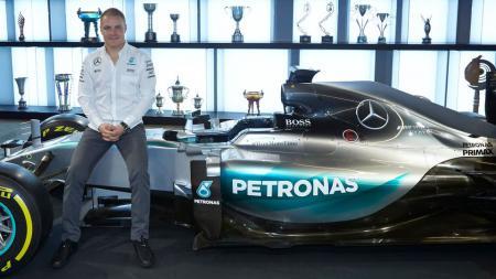Pembalap anyar Mercedes, Valtteri Bottas diperkenalkan kepada media. - INDOSPORT