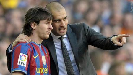 Ditanya soal gaya kepelatihan Pep Guardiola semasa di klub LaLiga Spanyol, Barcelona, Ronald Koeman tunjukkan reaksi tak terduga. - INDOSPORT