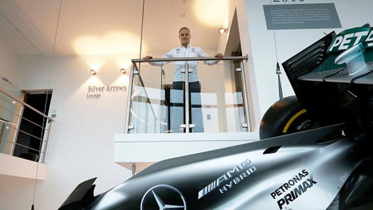 Valtteri Bottas saat diperkenalkan tim Mercedes kepada media.