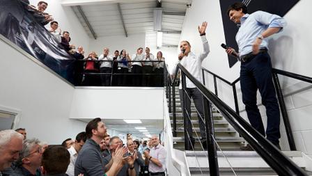 Pembalap anyar Mercedes asal Finlandia, Valtteri Bottas saat memperkenalkan diri kepada tim Mercedes.