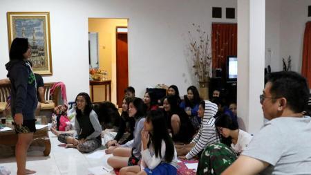 Suasan tim Ganda Putri Pelatnas saat mengikuti sesi curhat di Bogor, Jawa Barat. - INDOSPORT