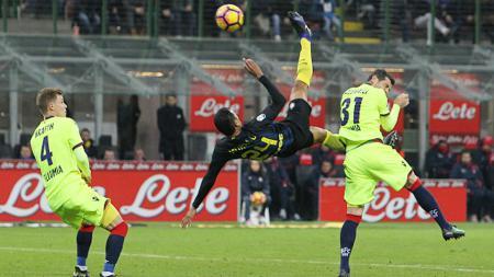 Momen gol indah Inter Milan ke gawang Bologna yang dicetak oleh Jeison Murillo. - INDOSPORT