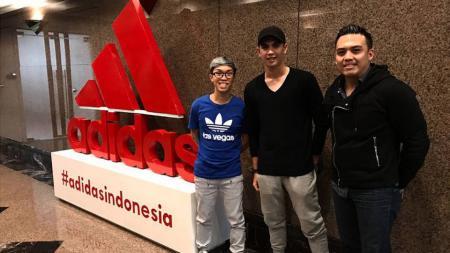 Kiper muda Pusamania Borneo FC (PBFC), Nadeo Argawinata mendapat kontrak dari Adidas. - INDOSPORT