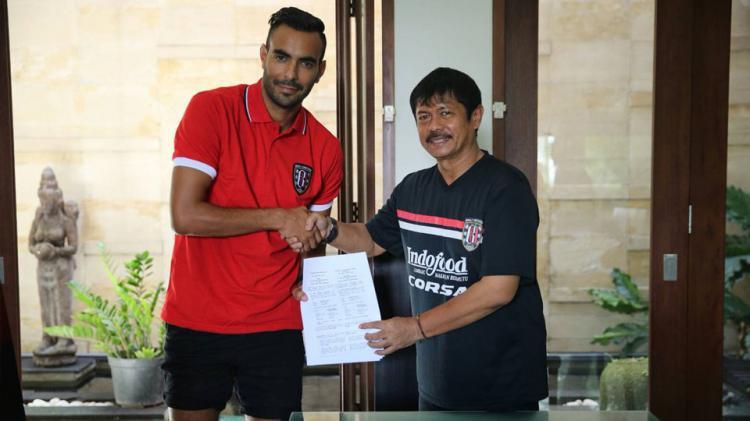 Marcos Flores resmi jadi pemain asing kedua Bali United Copyright: twitter/Bali United