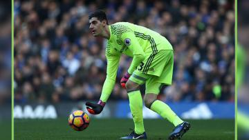 Thibaut Courtois menyalahkan kondisi lapangan yang buruk usai Chelsea  gagal menang dari Burnley.