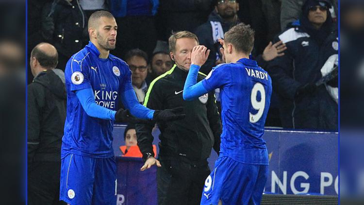 Islam Slimani (kiri) dan Jamie Vardy, dua striker Leicester City. Copyright: LINDSEY PARNABY/GETTYIMAGES