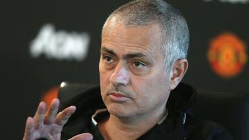 Pelatih Manchester United, Jose Mourinho dalam konferensi pers.