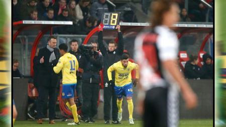 Stefano Lilipaly saat menjalani laga debutnya bersama SC Cambuur. - INDOSPORT