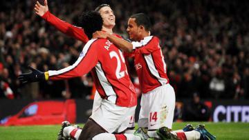 Robin Van Persie selebrasi bersama Emmanuel Adebayor dan Theo Walcott ketika masih bersama-sama di Arsenal.