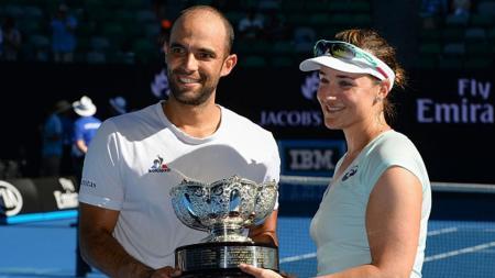 Abigail Spears dan Juan Sebastian Cabal meraih gelar juara di Australia Terbuka 2017. - INDOSPORT