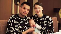 Indosport - Lin Dan bersama anak dan istrinya, Xie Xingfang.