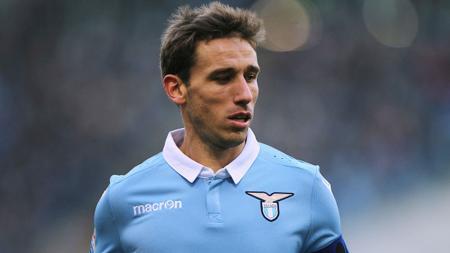 Lucas Biglia menjadi pemain yang tengah diincar oleh AC Milan. - INDOSPORT