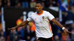 Indosport - Selebrasi Luis Nani usai mencetak gol ke gawang Granada.