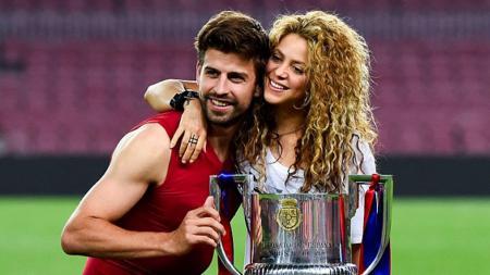 Gerard Pique dan istrinya Shakira. - INDOSPORT