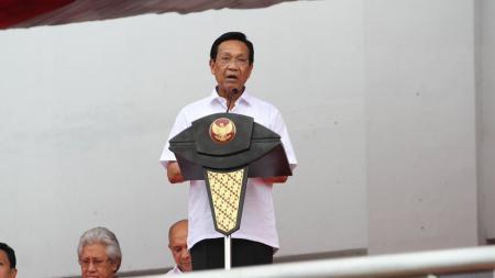 Gubernur DIY, Sri Sultan Hamengku Buwono X saat memberikan kata sambutan pembukaan Piala Presiden 2017. - INDOSPORT