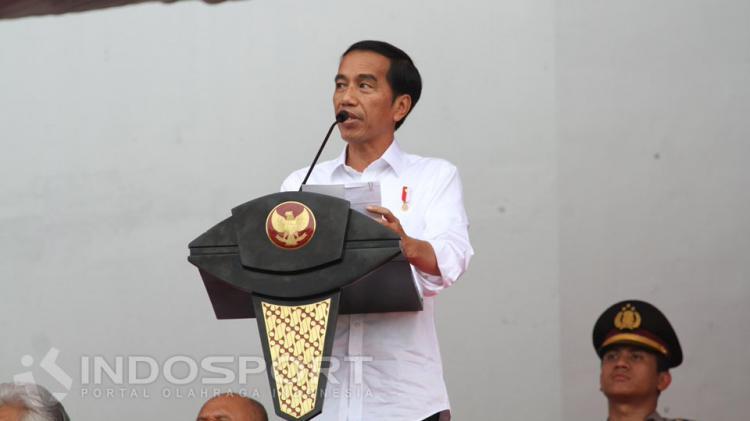 Presiden Indonesia ke-7, Joko Widodo saat memberikan pidato pada pembukaan laga Piala Presiden 2017. Copyright: Prima Pribadi/INDOSPORT