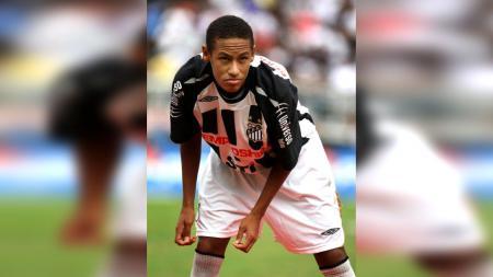 Neymar saat masih berseragam Santos. - INDOSPORT