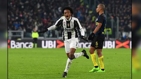 Saat sorotan lebih banyak tertuju kepada Cristiano Ronaldo, Juan Cuadrado diam-diam menjadi senjata rahasia andalan Andrea Pirlo di Juventus musim ini. - INDOSPORT