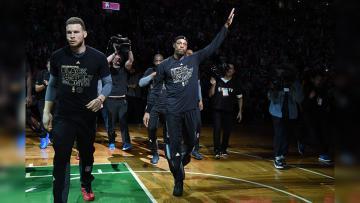 Guard Los Angeles Clippers, Paul Pierce menyapa para pendukung Boston Celtics di TD Garden.