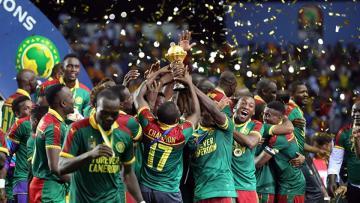 Pemain Kamerun selebrasi bersama trofi Piala Afrika 2017 usai kalahkan Mesir.