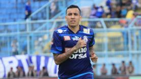 Nasib gelandang tengah Arema FC, Fellipe Bertoldo, belum jelas usai AFC menganggap paspor Timor Leste yang dimilikinya bersifat ilegal.
