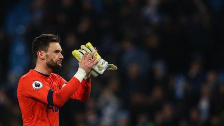 Kiper sekaligus kapten Tottenham Hotspur, Hugo Lloris, mengaku sangat kecewa setelah ia melakukan blunder fatal dalam laga menghadapi Southampton, Sabtu (28/09/19) malam WIB. - INDOSPORT