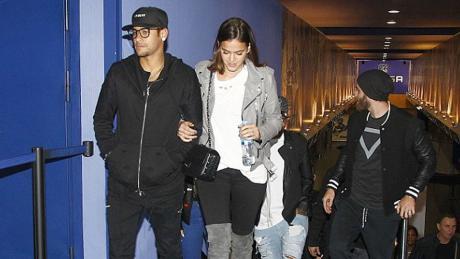 Manfaatkan Waktu 'Libur', Neymar Pilih Bermesraan bersama