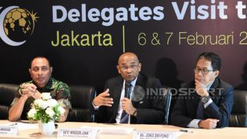 Kiri-kanan: Edy Rahmayadi, Sekjen AFC Dato Windsor John dan Joko Driyono.
