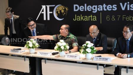 Kiri-kanan: Hanif Thamrin, Ade Wellington, Edy Rahmayadi, Dato Windsor John dan Joko Driyono. - INDOSPORT